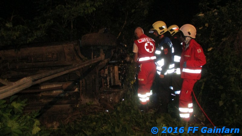Menschenrettung nach Verkehrsunfall auf der L 4007