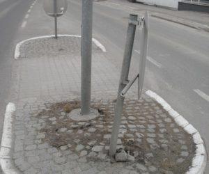Technischer Einsatz: Beschädigtes Verkehrszeichen