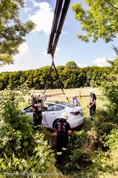 Technischer Einsatz: Bergung eines E-Fahrzeuges